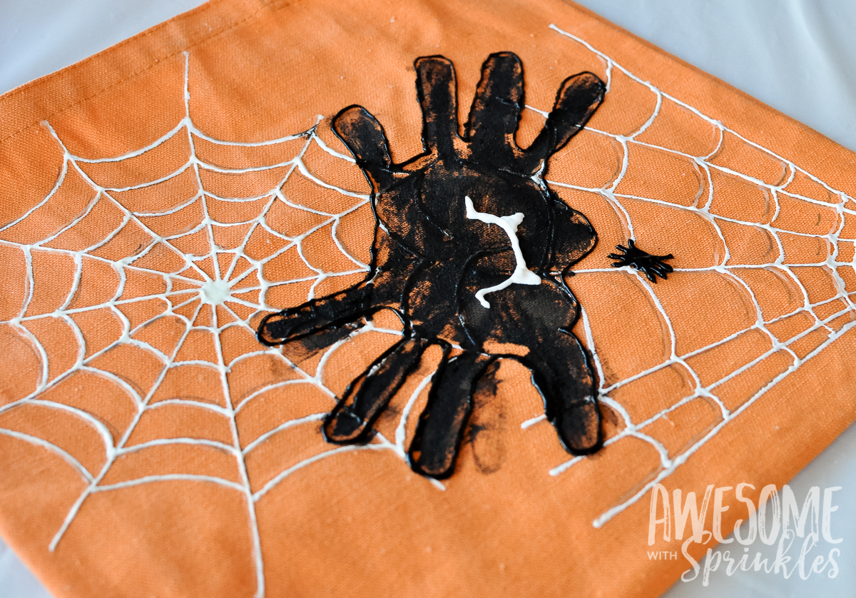 Kids Craft: Handprint Spider Trick-or-Treat Bags