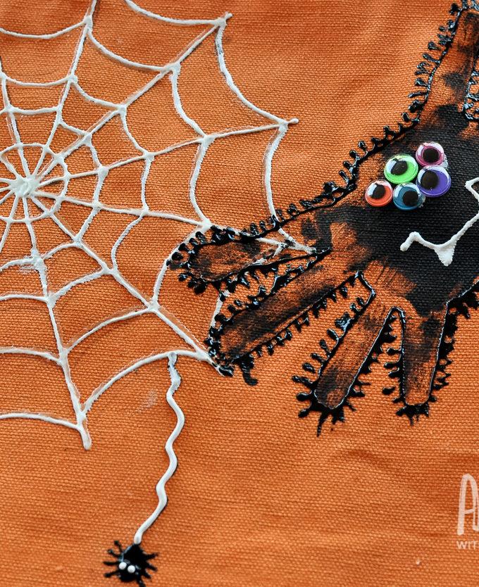 Kids Craft: Handprint Spider Trick-or-Treat Bags