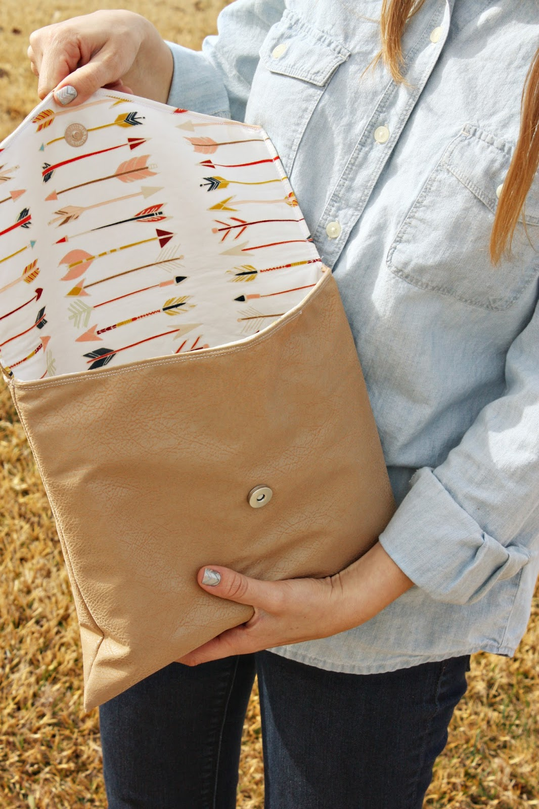 Chic Envelope Clutch from DIY Galentine's Day Gift Ideas Round Up || Awesome with Sprinkles