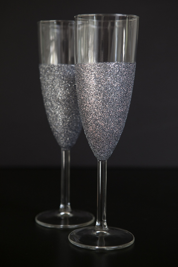 Glitter Wine Glasses from DIY Galentine's Day Gift Ideas Round Up || Awesome with Sprinkles